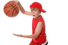 Spielen des Basketballs Lizenzfreie Stockfotografie