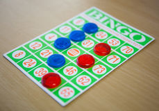 Spielen des BingoKartenspiels Lizenzfreie Stockbilder