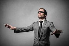 Spielen des Blind-Mannbüffelleders Lizenzfreie Stockfotos