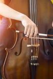 Spielen des Cellos Lizenzfreie Stockbilder
