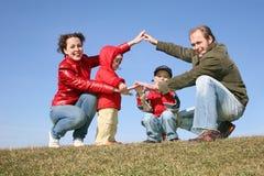 Spielen des Familienhauses Lizenzfreie Stockfotografie