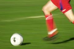 Spielen des Fußballs Stockbild