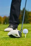 Spielen des Golfs. Stockbild