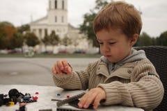 Spielen des Jungen Lizenzfreies Stockfoto