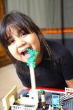 Spielen des kleinen Mädchens Stockbild