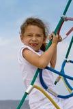 Spielen des kleinen Mädchens im Freien Lizenzfreie Stockfotografie