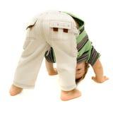 Spielen des Kleinkindes über Weiß Lizenzfreies Stockbild