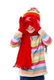 Spielen des Mädchens in der Winterkleidung Lizenzfreies Stockfoto