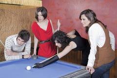 Spielen des Pools Lizenzfreie Stockfotos
