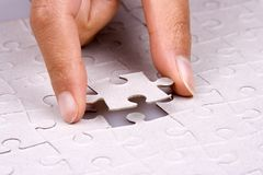 Spielen des Puzzlen Lizenzfreie Stockfotos