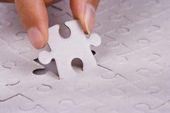 Spielen des Puzzlen Stockbild