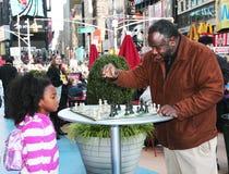 Spielen des Schachs im Times Square. Stockfotos
