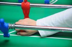 Spielen des Tabellen-Fußballs Lizenzfreies Stockfoto
