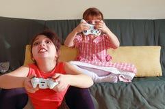 Spielen des Videospiels Lizenzfreies Stockfoto