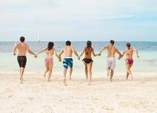 Spielen im Ozean Lizenzfreie Stockfotos