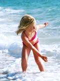 Spielen im Ozean Lizenzfreies Stockbild