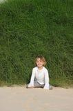 Spielen im Sand stockfoto