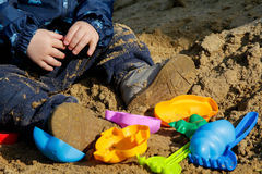 Spielen im Sandkasten Stockbild
