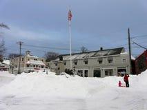 Spielen im Schnee nach Sturm Nemo Lizenzfreie Stockbilder