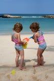 Spielen im Strand Stockfoto