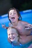 Spielen im Wasser Lizenzfreie Stockfotografie