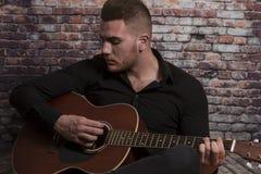 Spielen meiner Gitarre stockfotos