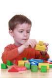 Spielen mit Blöcken Stockbild
