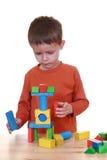 Spielen mit Blöcken Stockfoto