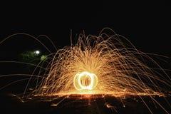 Spielen mit Feuer Stockfotos