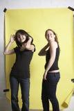 Spielen mit glamor Haltungen lizenzfreie stockbilder