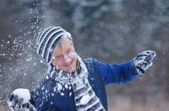 Spielen mit Schnee Stockfotografie