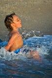 Spielen mit Wellen Lizenzfreies Stockbild