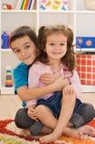 Spielen mit zwei Kindern Lizenzfreie Stockfotos