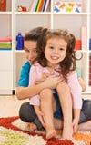 Spielen mit zwei Kindern Lizenzfreies Stockfoto