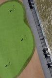 Spielen Sie Übungsgrün auf der Plattform eines Kreuzschiffs Golf Lizenzfreie Stockfotos