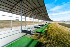 Spielen Sie antreibende Reichweite Golf Stockfoto
