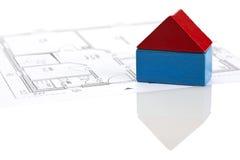 Spielen Sie Blockhaus auf Lichtpause des Fußbodenplanes Stockfoto
