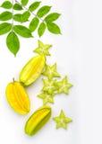 Spielen Sie Carambola- oder Sternapfel starfruit auf weißem Hintergrund die Hauptrolle Lizenzfreie Stockfotografie
