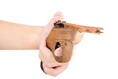 Spielen Sie das Gewehr, das vom Holz hergestellt wird, das auf weißem Hintergrund lokalisiert wird Stockfotografie