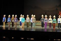 Spielen Sie die Träger der Ausführendbogen Jiangxi-Oper eine Laufgewichtswaage Lizenzfreie Stockfotos