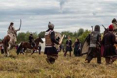 Spielen Sie Kampfwiederinkraftsetzung der Ära des Mongole-tatarischen Jochs in der Kaluga-Region von Russland am 10. September 20 Stockbilder
