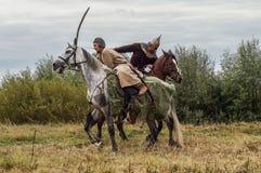 Spielen Sie Kampfwiederinkraftsetzung der Ära des Mongole-tatarischen Jochs in der Kaluga-Region von Russland am 10. September 20 Stockbild