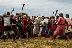 Spielen Sie Kampfwiederinkraftsetzung der Ära des Mongole-tatarischen Jochs in der Kaluga-Region von Russland am 10. September 20 Lizenzfreie Stockfotografie