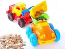 Spielen Sie Ladevorrichtungseingaben die Münze in den LKW. lizenzfreie stockfotografie