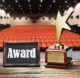 Spielen Sie Preis für Service zum Hintergrund des Auditoriums die Hauptrolle Stockbild