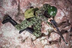 Spielen Sie Skalarealistische authentische Militärkriegs-Dioramaminiaturhintergründe des Mannsoldaten 1/6 Stockbilder