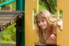 Spielen am Spielplatz Lizenzfreie Stockfotografie