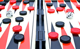 Spielen-Tabelle mit den roten, schwarzen Chips Stockbilder