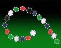 Spielen von den Chips, die am Pokertisch fliegen Stockfotos