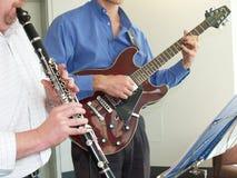 Spielen von Musik Lizenzfreies Stockfoto